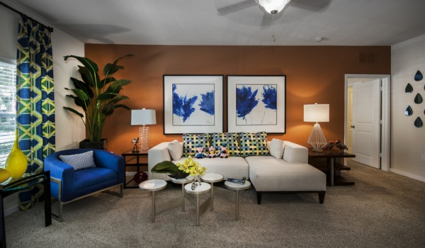 Cumberland park orlando living room with carpeted floor and ceiling fan